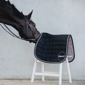 Flex-On-Saddle-Pad-Black-Lifestyle-Images-1