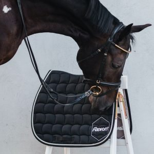 Flex-On-Saddle-Pad-Black-Lifestyle-Images-2