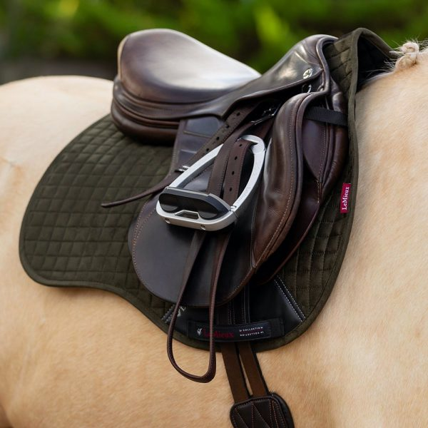 LeMieux-Suede-Saddle-Pad-Lifestyle-Image-12